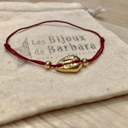 Bracelet Kiaora cauri plaqué or cordon rouge